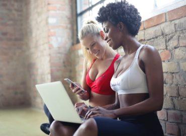 Brzuszki – ćwiczenia na kilkanaście różnych sposobów